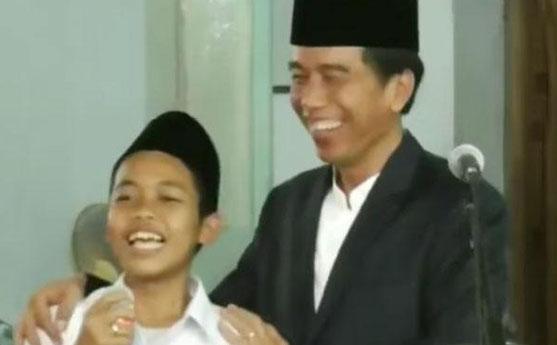 Jawaban Ngawur Santri Ini Bikin Jokowi Ngakak
