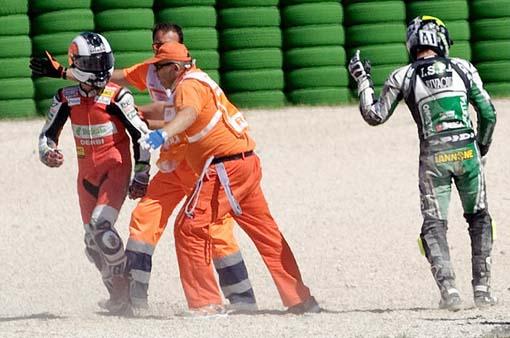 [Video Lucu] Pol Espargaro Bingung Motornya Lenyap Setelah Crash